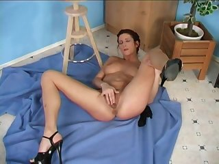 Nobody can satisfy this MILF like she can with her vibrator