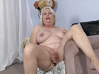 Mature With Big Natural Tits And Pirced Nipples - TheGreg88