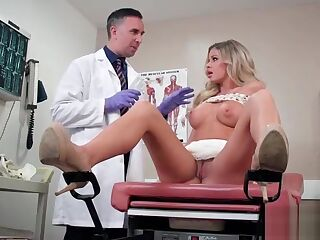 Horny Patient (Jessa Rhodes) Come And Get Nailed At Doctor video-14