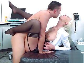 Hard Sex Between Doctor And Hot Patient (Brooke Brand) vid-09