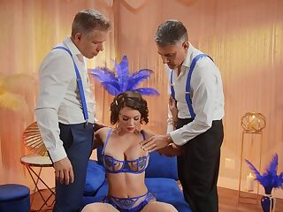 Foxy wife Gabbie Carter enjoys getting fucked by two dudes