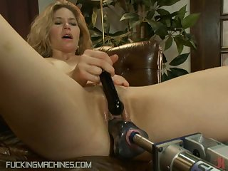 Horny Milf Gets Pleased With A Fucking Machine