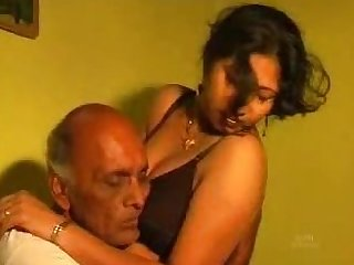 Indian Mature Woman Gets Fucked in a Homemade Sex Tape
