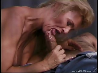Mature Blonde Using Her Experience!