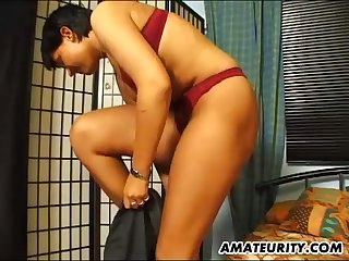 Chubby ass solo amateur masturbates her clit in bed