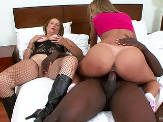Black dick and big ass Latin girls fucking in a great threeway